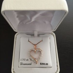 BNWT Heart necklace